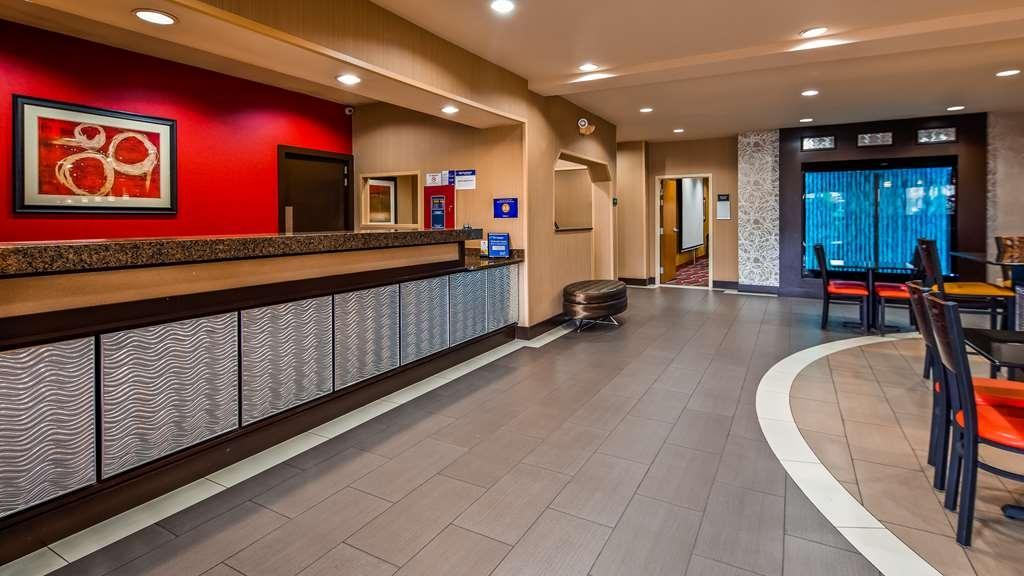 Best Western Plus Denton Inn & Suites - Hall