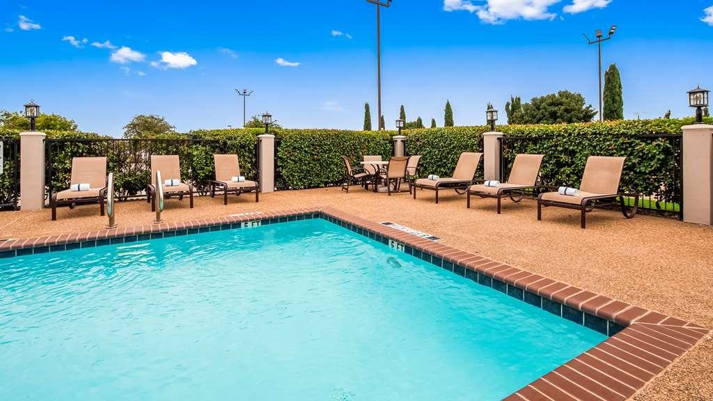 Best Western Plus Denton Inn & Suites - Piscina