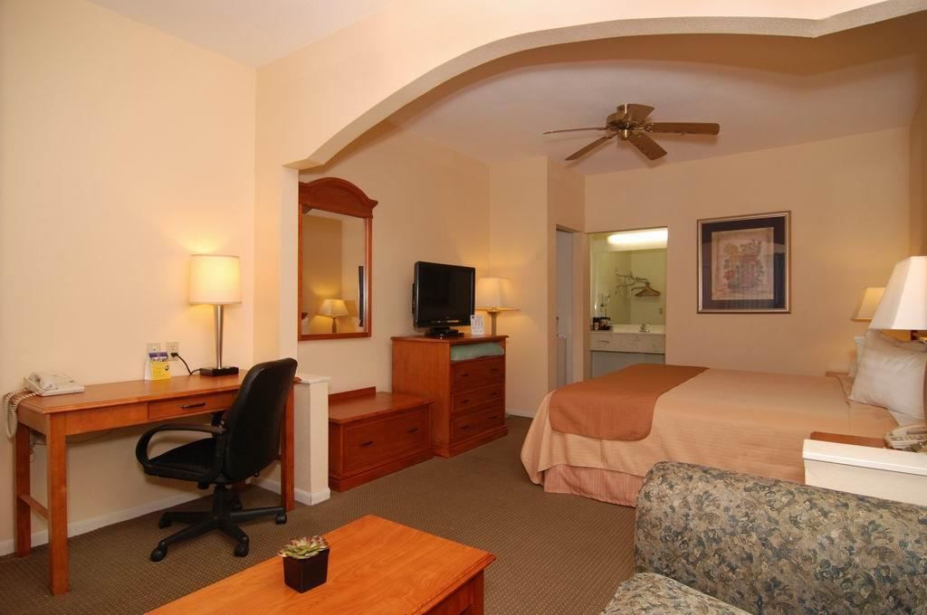 Best Western Inn of Navasota - King Bed Guest Room