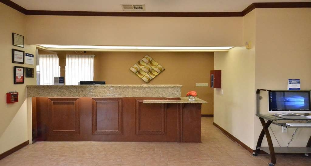 Best Western Inn of Navasota - Front Desk