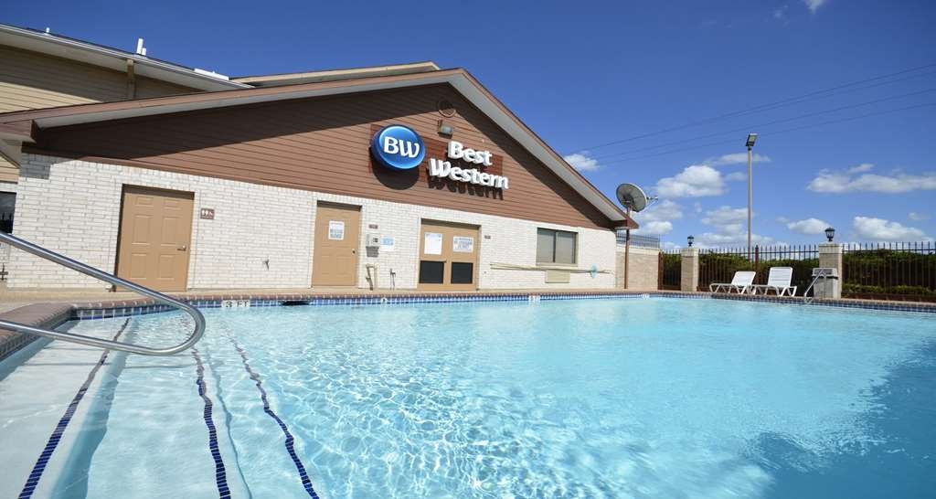Best Western Inn of Navasota - Outdoor Swimming Pool