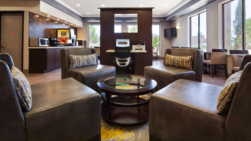 Best Western Plus North Houston Inn & Suites - We strive to exceed your every expectation starting from the moment you walk into our lobby.