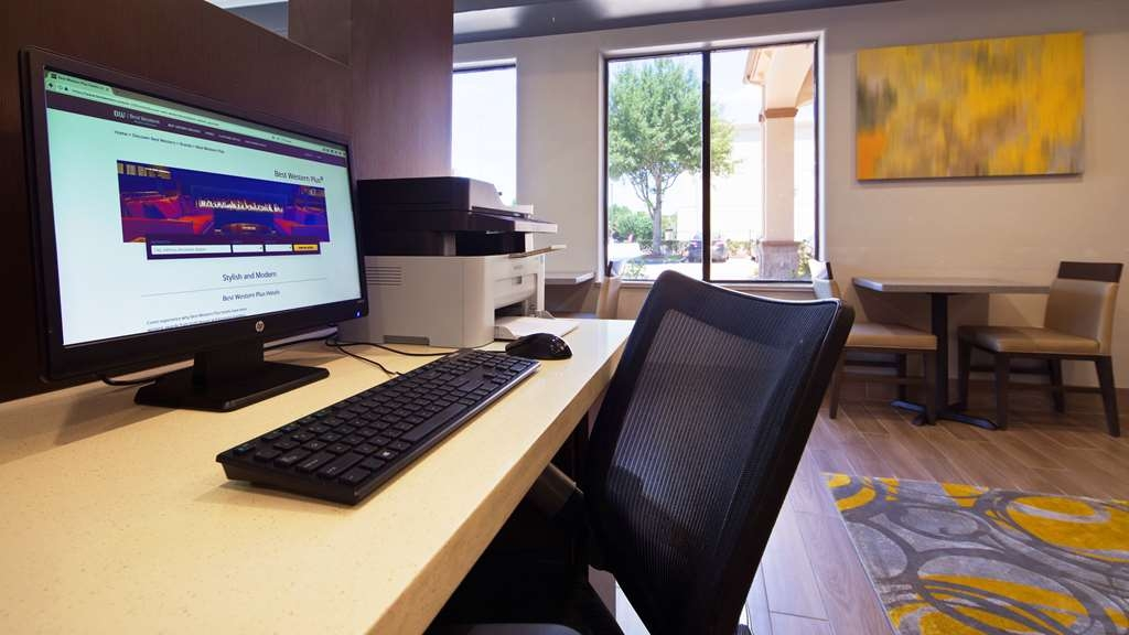 Best Western Plus North Houston Inn & Suites - Catch up with work or connect with your loved ones in our 24-hour business center.
