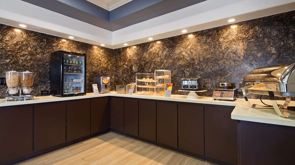Best Western Plus North Houston Inn & Suites - Rise and shine with a complimentary hot breakfast every morning.