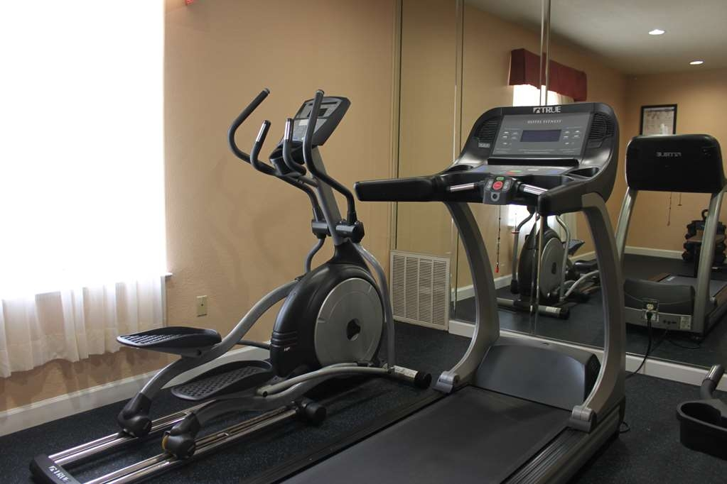 Best Western Plus North Houston Inn & Suites - Our fitness center allows you to keep up with your home routine even when you're not at home.