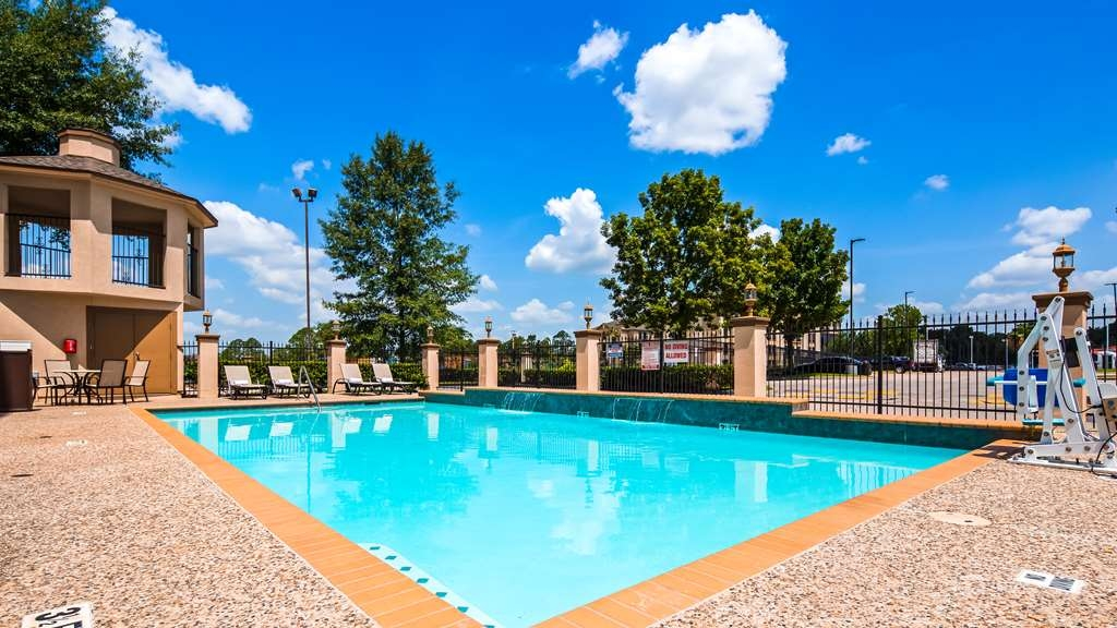 Best Western Plus North Houston Inn & Suites - Vista de la piscina