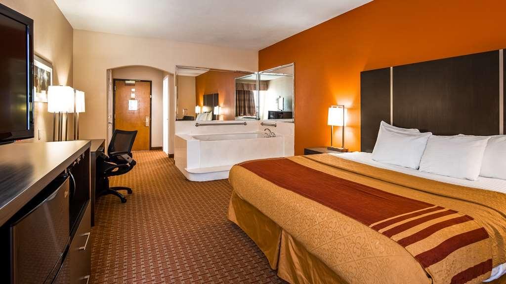 Best Western Plus North Houston Inn & Suites - King Whirlpool Suite