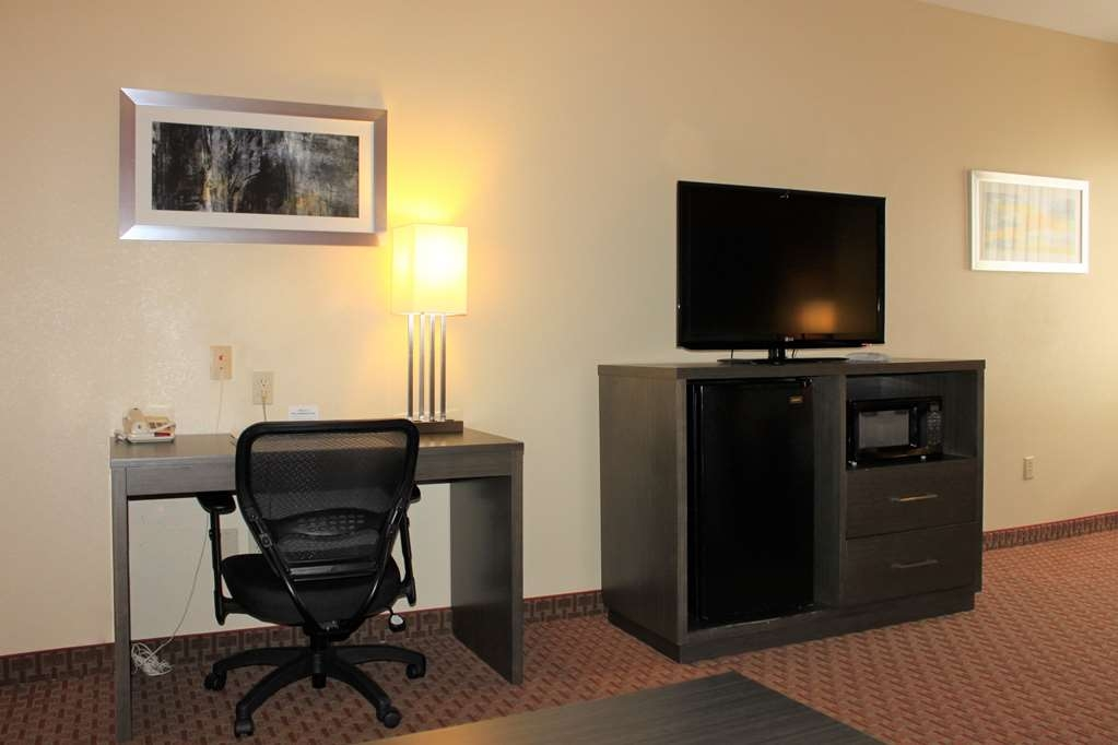 Best Western Plus North Houston Inn & Suites - All of our rooms come equipped with a microwave and a refrigerator for your snacking needs.