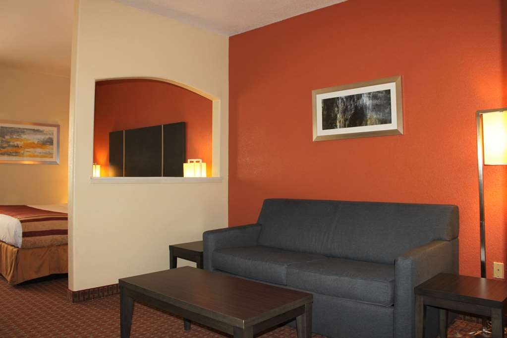 Best Western Plus North Houston Inn & Suites - Upgrade yourself to our King Suite for added comfort during your stay.