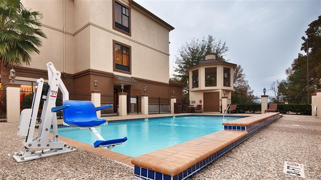 Best Western Plus North Houston Inn & Suites - Piscina