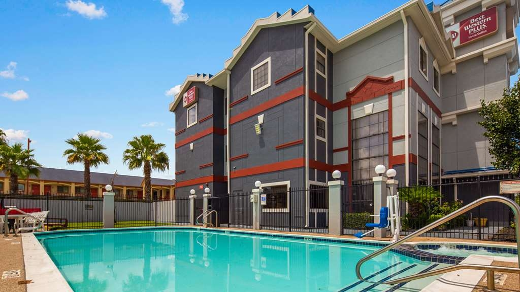 Best Western Plus Northwest Inn & Suites - Piscina