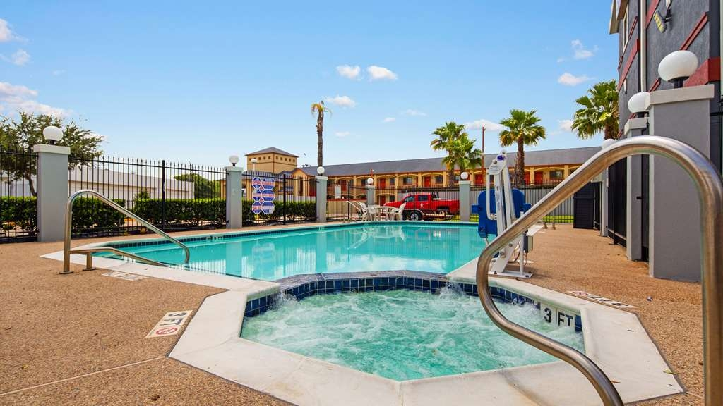 Best Western Plus Northwest Inn & Suites - Vue de la piscine