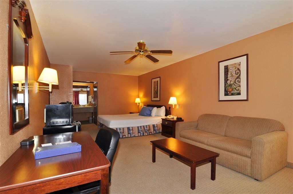 Best Western La Hacienda Inn - Our spacious king guest room comes fully equipped with a work desk, microwave and refrigerator.
