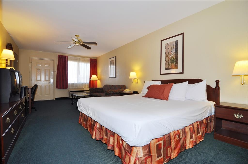 Best Western La Hacienda Inn - Relax after a long day of travel in our king guest room.