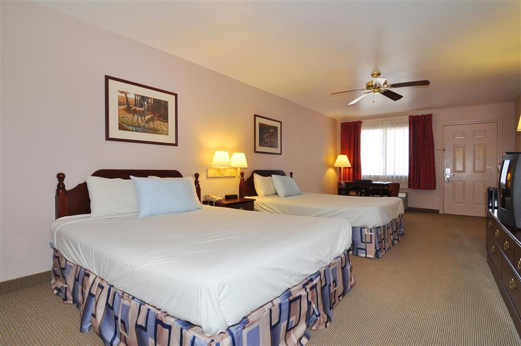 Best Western La Hacienda Inn - Bring your whole family along and book a two queen guest room.