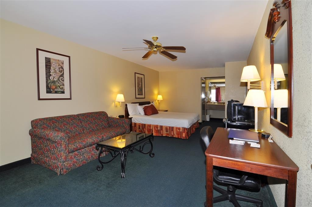 Best Western La Hacienda Inn - This king guest room offers distinct areas for sleeping, eating and working.