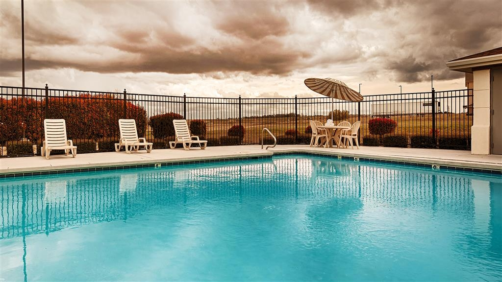 Best Western Inn & Suites - Piscina all'aperto