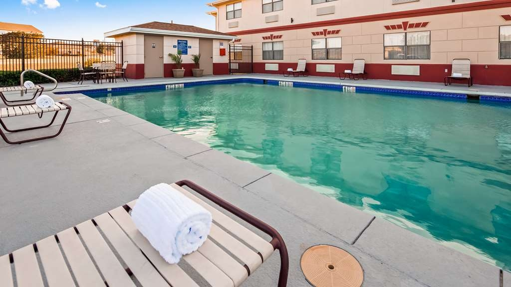Best Western Inn & Suites - Piscina