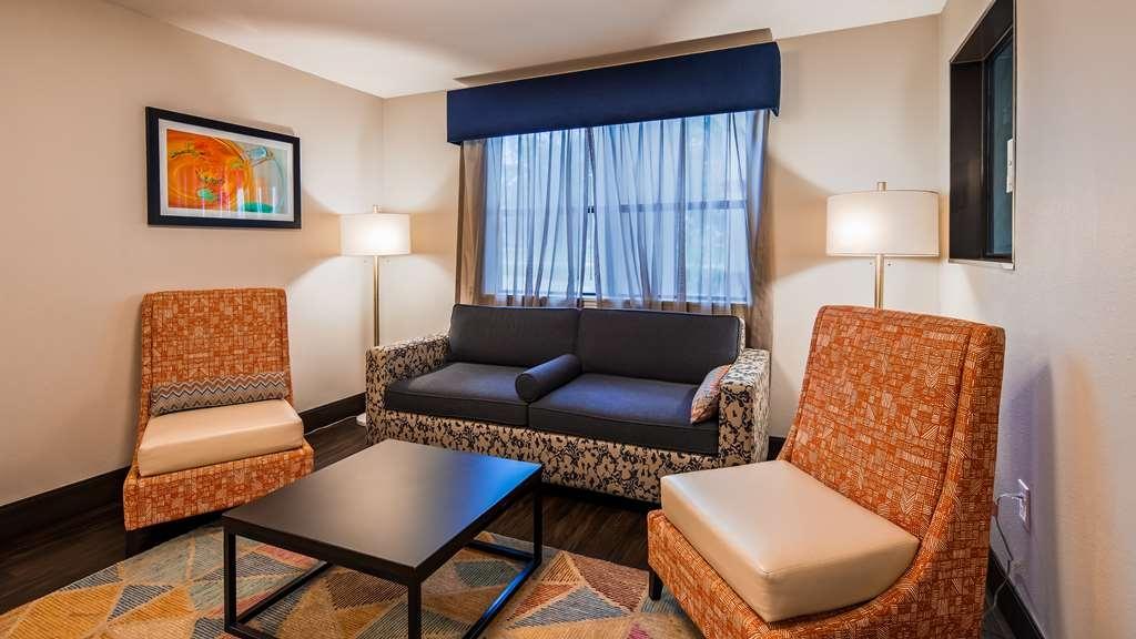 Best Western Inn & Suites - Hall