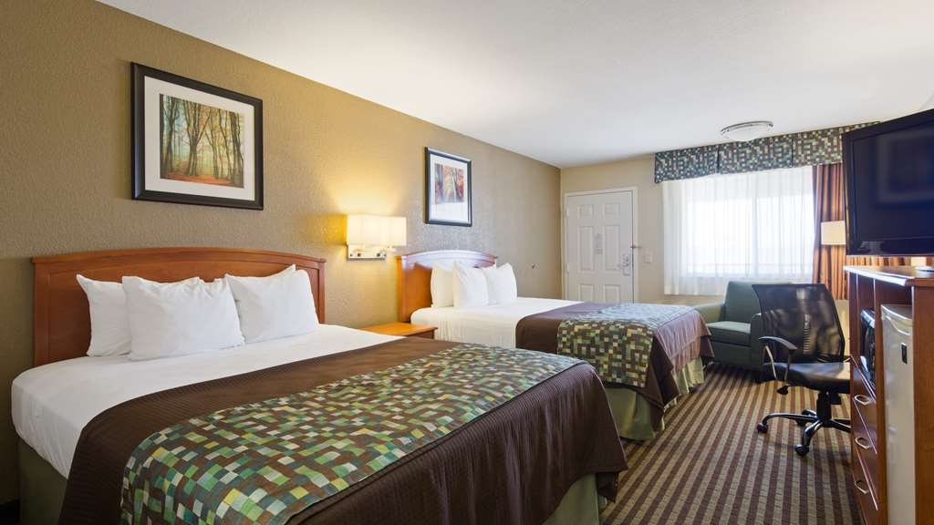 Best Western Windsor Inn - We offer a variety of 2 queens bedrooms from standard to mobility accessible.