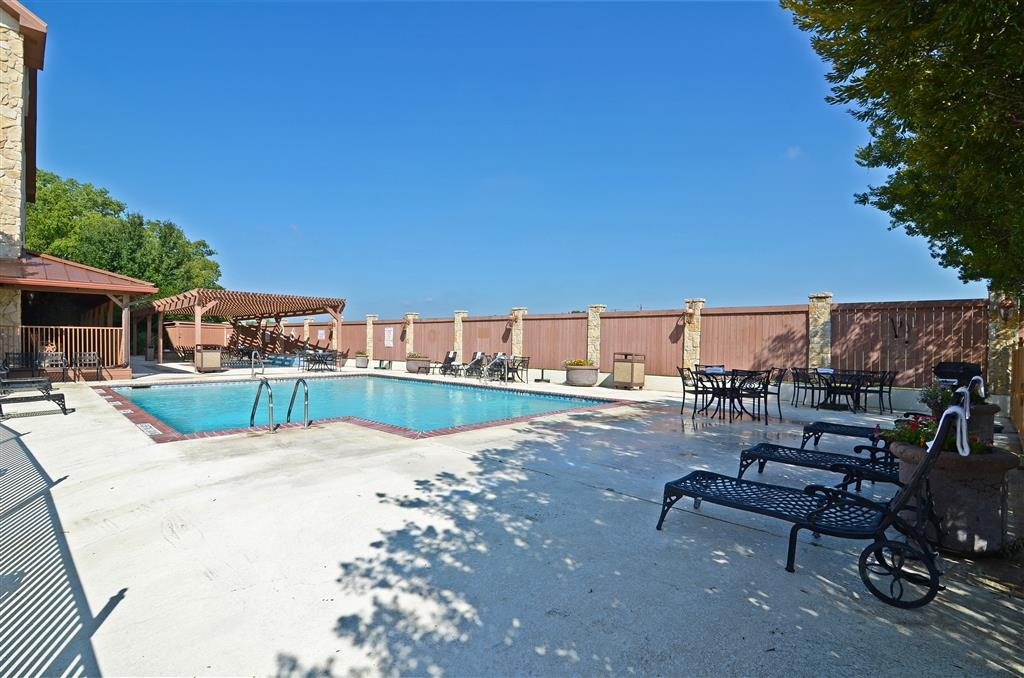 Best Western Dinosaur Valley Inn & Suites - Relax and feel rejuvinated with a swim in our outdoor swimming pool.