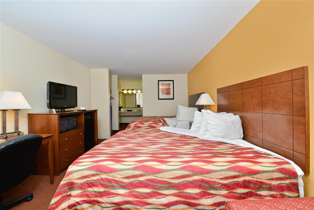 Best Western Snyder Inn - Pull back the covers, hop in and catch your favorite TV show in our queen bed.