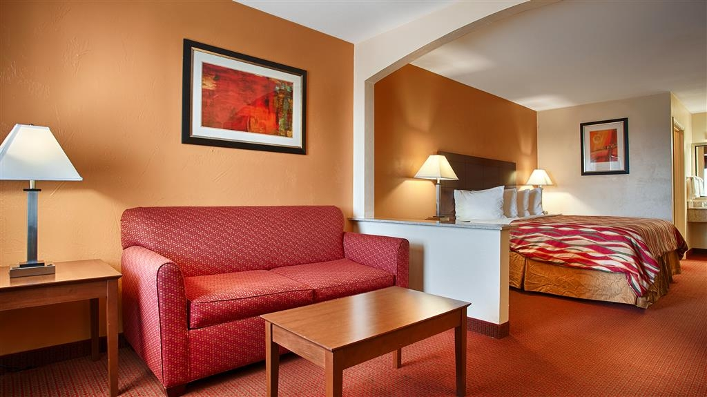 Best Western Snyder Inn - Our spacious king suite has a separate sitting area with a sofa bed.