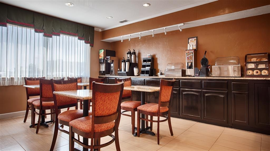 Best Western Snyder Inn - Enjoy a balanced and delicious breakfast with choices for everyone.
