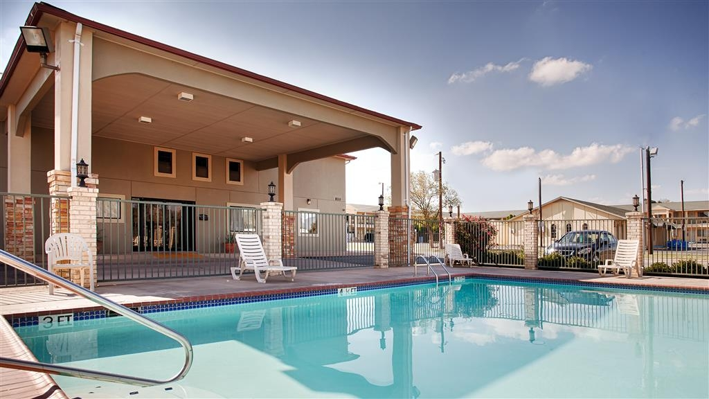 Best Western Snyder Inn - Take a refreshing dip or swim some laps in our outdoor pool throughout the summertime.