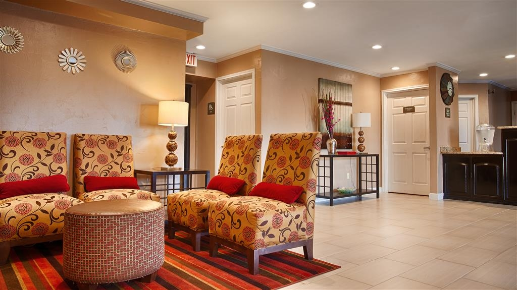 Best Western Snyder Inn - First impressions are the most important, and our chic lobby is no exception to the rule.