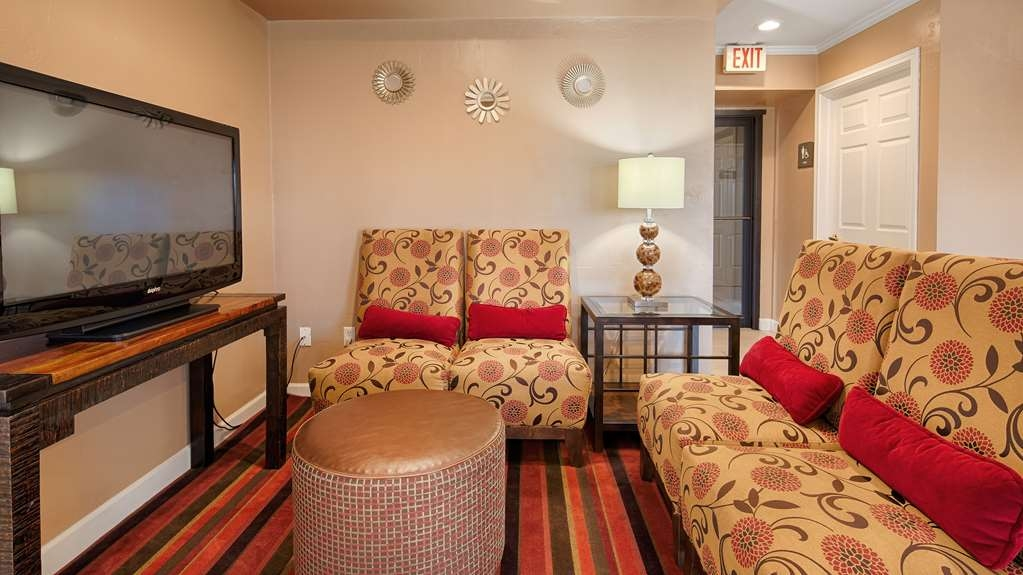 Best Western Snyder Inn - Watch TV, read a book or newspaper in our onsite lobby.