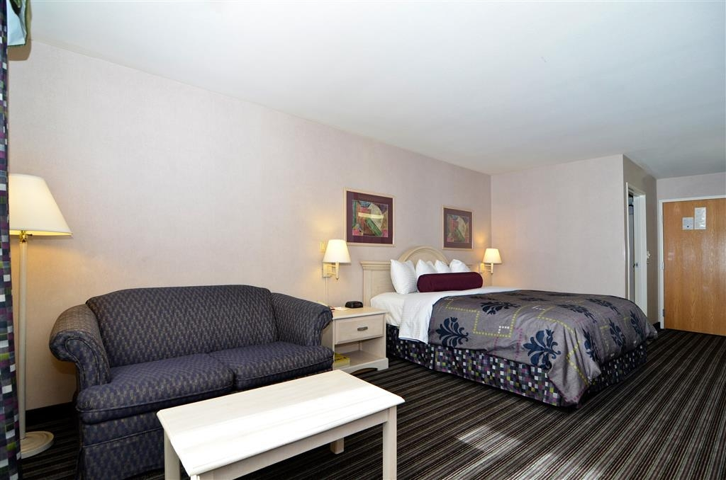 Best Western Borger Inn - Sleep the night away in our king guest room featuring a sofabed.