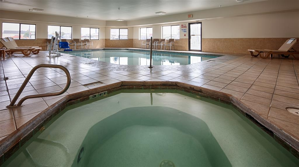 Best Western Borger Inn - The indoor pool is perfect for swimming laps or taking a quick dip.
