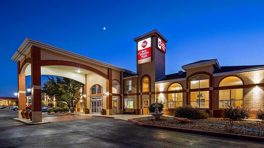 Best Western Plus Lubbock Windsor Inn - Vista exterior