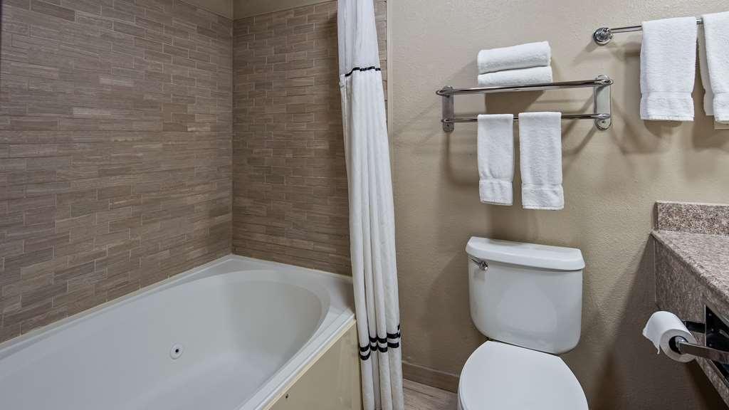Best Western Plus Lubbock Windsor Inn - Guest room