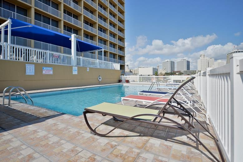 Best Western Corpus Christi - Have fun in the sun with your family at our outdoor pool, complete with picnic area.