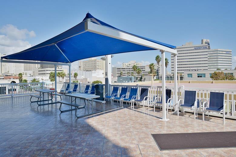 Best Western Corpus Christi - Disfrute de grandes dosis de diversión al sol con su familia en nuestra piscina al aire libre, que cuenta también con una zona de picnic.