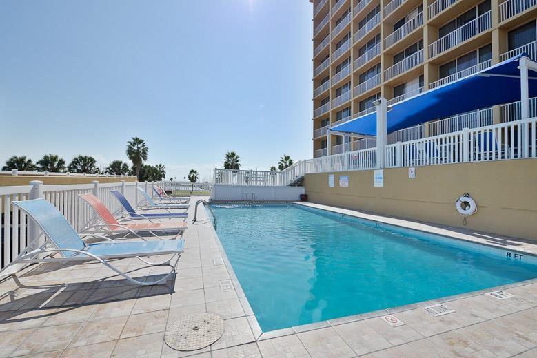 Best Western Corpus Christi - Zum Entspannen in der Sonne stehen Ihnen unsere bequemen Klubsessel im Poolbereich zur Verfügung.