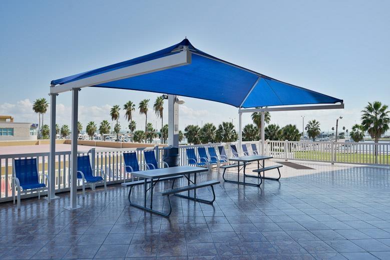 Best Western Corpus Christi - Genießen Sie die Sonne mit Ihrer Familie in unserem Swimmingpool (im Freien), komplett mit Picknickbereich.