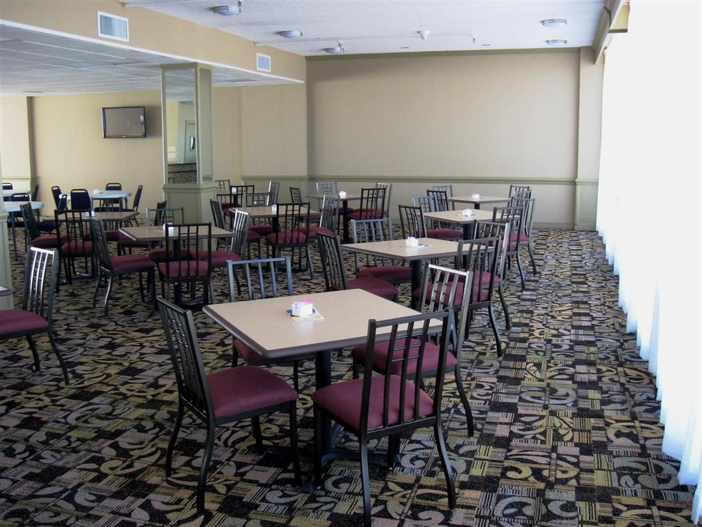 Best Western Corpus Christi - The relaxing atmosphere of our breakfast area/restaurant is a perfect location to start the day.