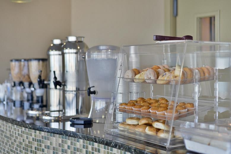 Best Western Corpus Christi - Choose from a wide selection for your morning meal.