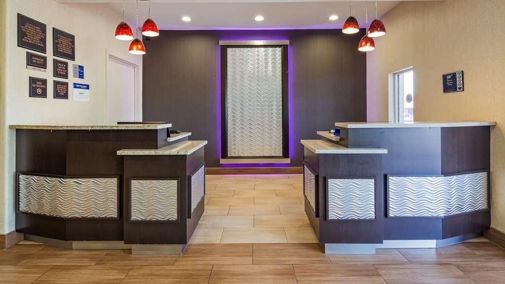 Best Western Plus Lake Worth Inn & Suites - Reception Area