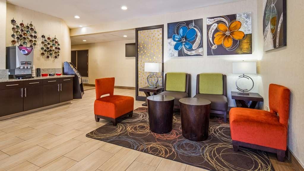 Best Western Plus Lake Worth Inn & Suites - Lobby & Sitting Area