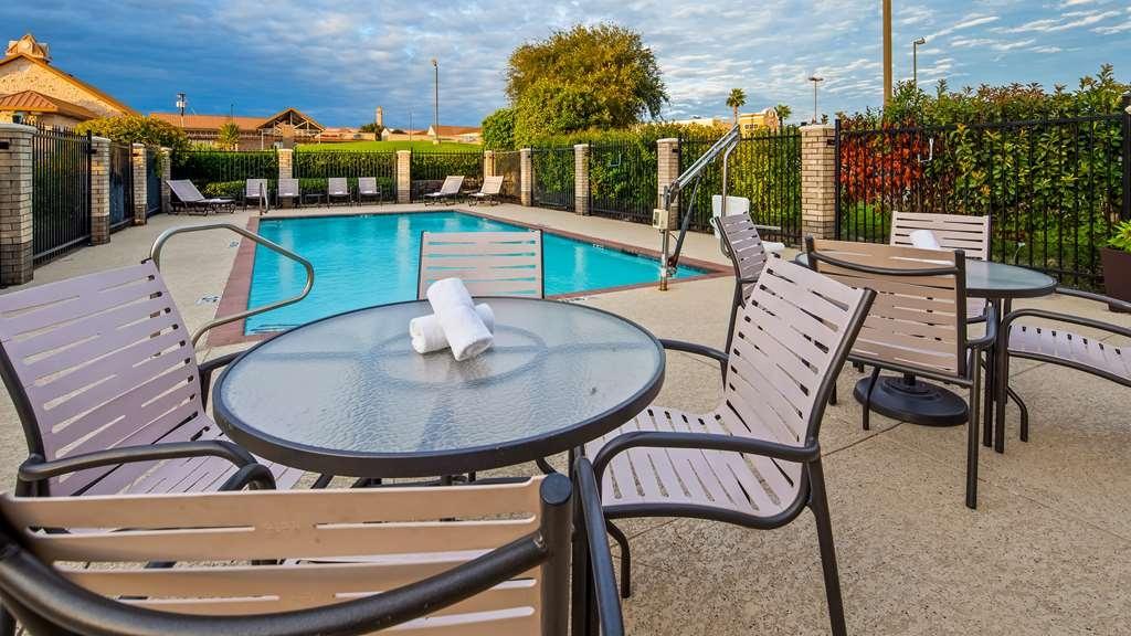 Best Western Plus Lake Worth Inn & Suites - Piscina