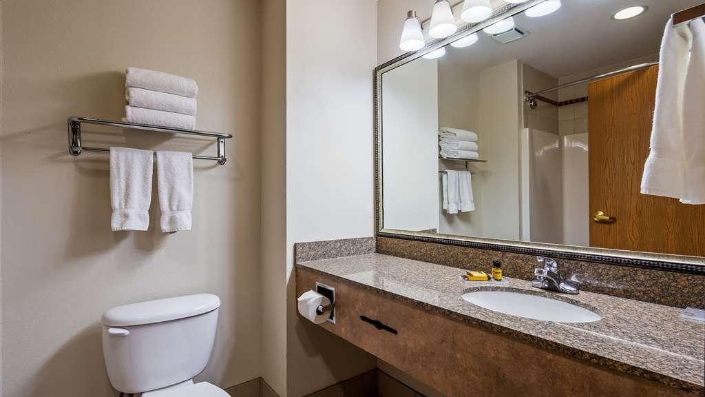 Best Western Plus Lake Worth Inn & Suites - Guest Bathroom