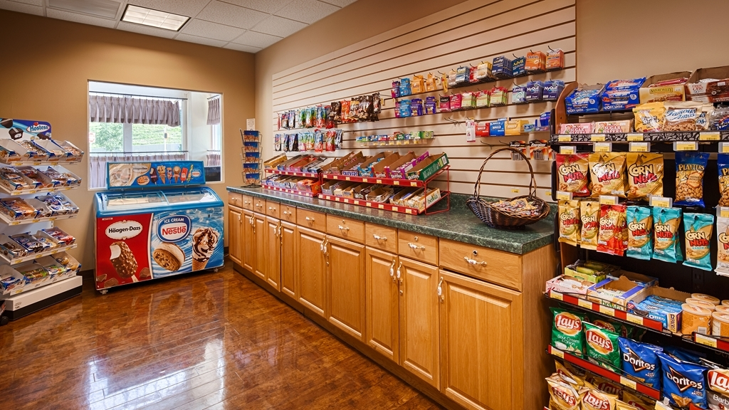 Best Western Plus Sunset Suites-Riverwalk - Enjoy a late night snack or beverage at our on-site Sundry shop located in our hotel lobby.