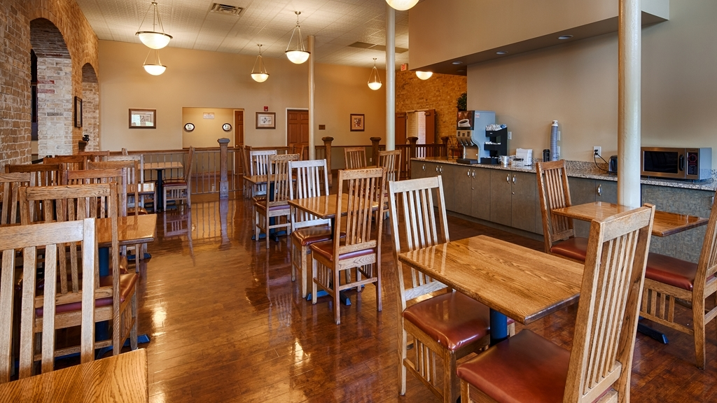 Best Western Plus Sunset Suites-Riverwalk - Sit down and enjoy the morning news while sipping a delicious cup of coffee.