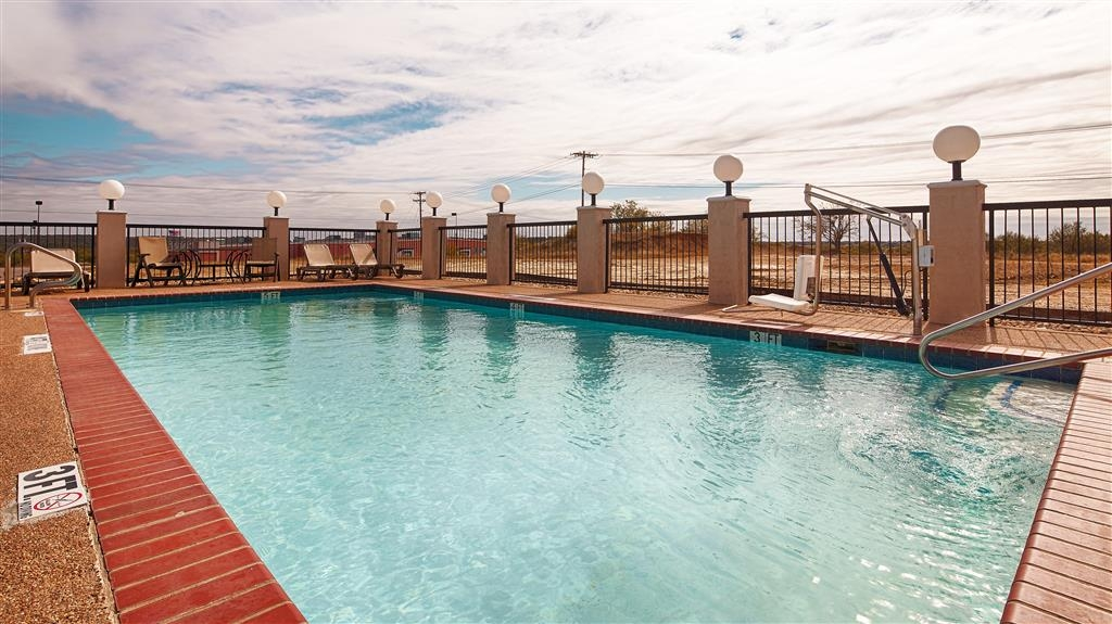 Best Western Club House Inn & Suites - Whether you want to relax poolside or take a dip, our outdoor pool area is the perfect place to unwind.