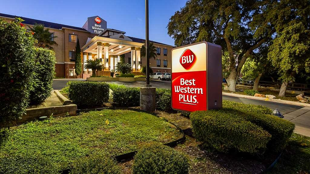 Best Western Plus Hill Country Suites - Façade