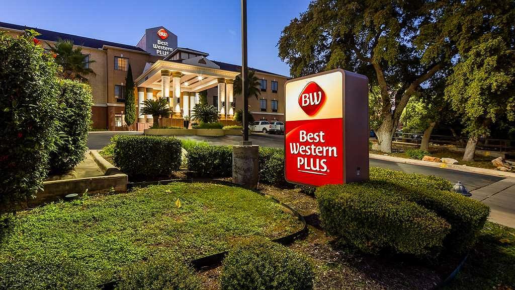 Best Western Plus Hill Country Suites - Aussenansicht
